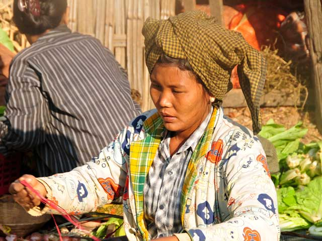 Selling in a Bagan Market