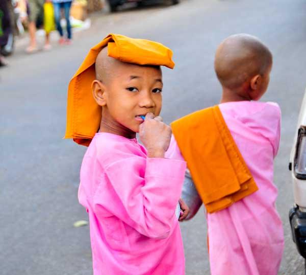 young girls as nuns near Schwedagon Paya